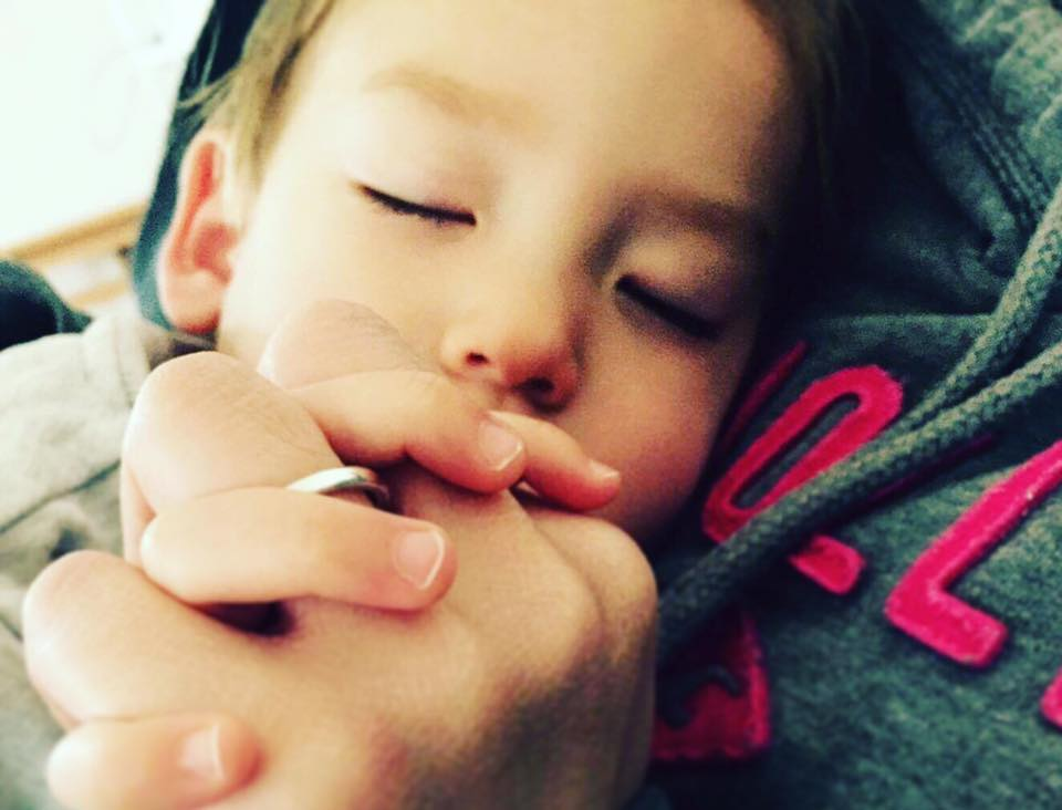 凱若媽咪|希望媽媽的手,在你心上,永遠十指緊扣…