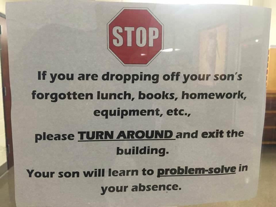 凱若媽咪|這學校不養媽寶!直昇機父母退散!每個台灣校園都該張貼的告示