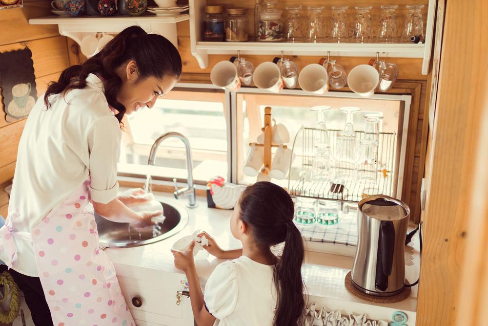 凱若媽咪|最簡單也最直接「好的教養」:以尊敬的態度認真生活。溫暖待人、用心工作、感恩正面、築夢踏實